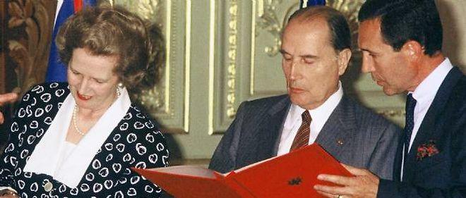 Margaret Thatcher et François Mitterrand signent en 1987 l'accord sur le tunnel sous la Manche.