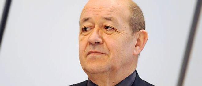 Le président du conseil général de Bretagne Jean-Yves Le Drian conseille le candidat socialiste en matière de défense.