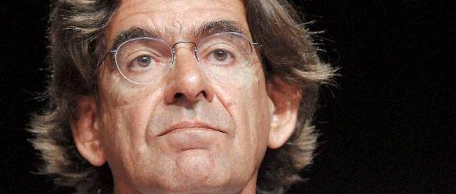 """""""L'école et les banlieues vont plus mal que jamais"""", affirme Luc Ferry."""