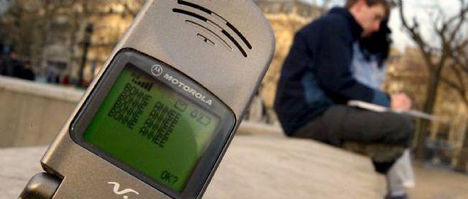 Les Français ont toujours autant recours aux SMS pour souhaiter une bonne année à leurs proches.