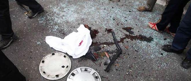 L'ingénieur en chimie Mostafa Ahmadi Roshan a péri dans l'explosion d'une bombe magnétique placée par un motard sur sa voiture.