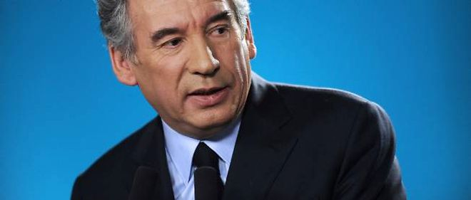 Bayrou dégaine ses chiffres pour s'offrir un second souffle