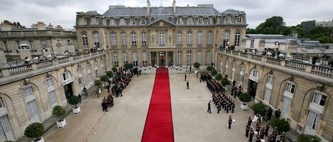 """""""L'Élysée, coulisses et secrets d'un palais"""", de Patrice Duhamel et Jacques Santamaria, paraît chez Plon le 2 février."""