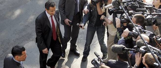 Nicolas Sarkozy face à un groupe de journalistes, en avril 2007.