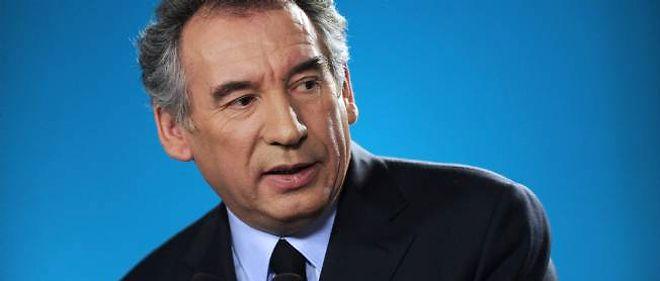"""De la même manière qu'il avait """"prédit la catastrophe de Sarkozy"""", François Bayrou met en garde contre le programme de Hollande."""