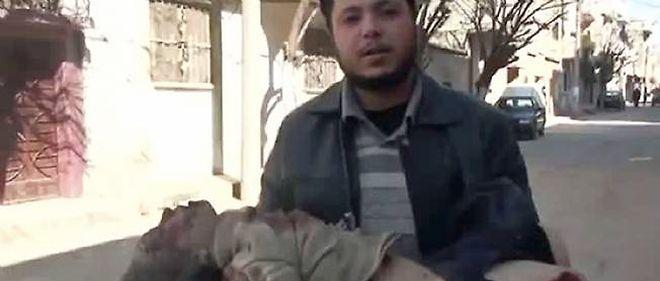 17 personnes ont encore été tuées lundi matin à Homs, trois jours après le massacre qui a fait 260 victimes dans ce bastion de la contestation.