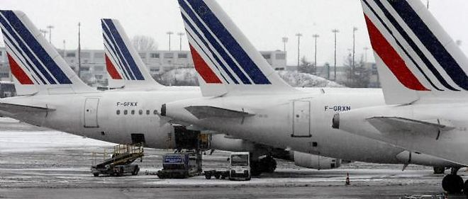 """Plusieurs syndicats de différentes catégories de personnel du transport aérien ont lancé un appel à la grève du 6 au 9 février contre le """"service minimum"""" (photo d'illustration)."""
