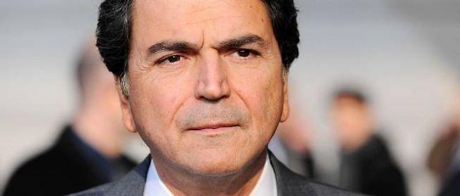 Le secrétaire d'État chargé du Commerce extérieur, Pierre Lellouche, a annoncé un déficit commercial de 69,6 milliards d'euros en 2011, plus que le précédent record de 2008 de 56,2 milliards.
