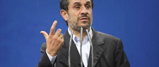 "L'Iran ne ""capitulera jamais face au langage de la force"", a affirmé samedi le président iranien Mahmoud Ahmadinejad."