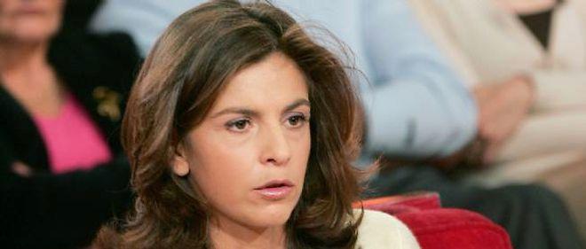 """Anne Nivat en 2004, sur le plateau de """"Vivement Dimanche"""", sur France 2."""