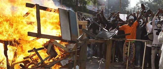 Les barricades construites par les manifestants, à Dakar, samedi.