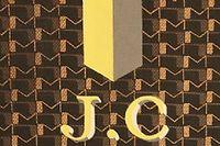La particularité du malletier Moynat est de personnaliser ses créations en y apposant bandes et initiales de couleur.