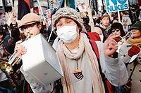 L'opinion publique japonaise ne veut plus du nucleaire. Les opposants a l'atome crient leur colere dans les rues de Tokyo (ici, le 29 janvier, lors d'une manifestation). (C)Sipa