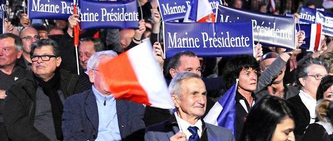 Des militants participent à un meeting de Marine Le Pen à Perpignan, le 29 janvier 2012.