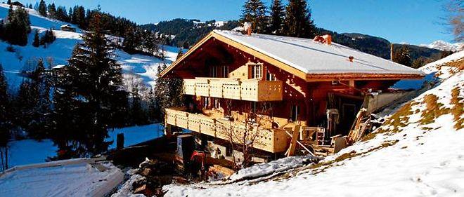 Depuis décembre 2006, Johnny Hallyday réside officiellement dans son chalet de Gstaad, dans le canton de Bern.