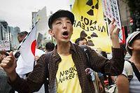 Des manifestants protestent contre le nucleaire a Tokyo apres la catastrophe nucleaire de Fukushima. (C)Jeremie Douteyrat
