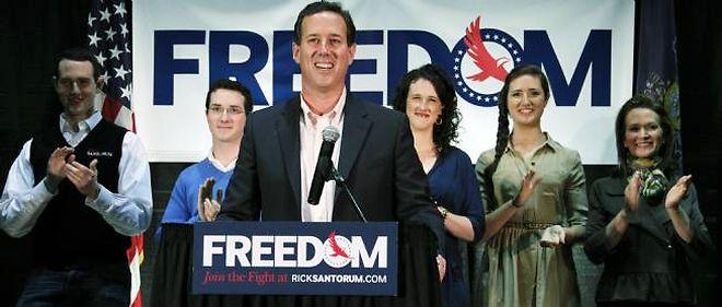 Le candidat à l'investiture Rick Santorum s'oppose à la contraception, l'amniocentèse, l'avortement et le travail des femmes...