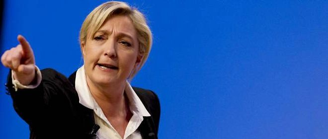 "Legislatives : Le Pen cree le ""Rassemblement Bleu Marine"""