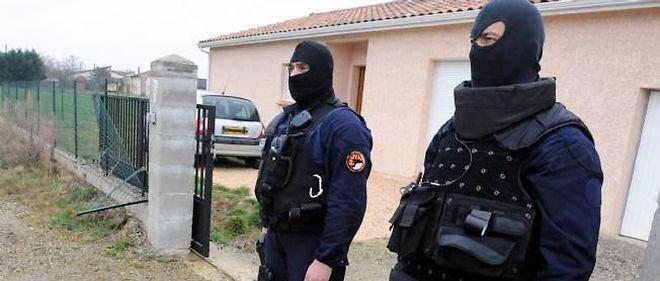 Le 21 mars, Abdelkader Merah est interpellé avec sa compagne à leur domicile d'Auterive.