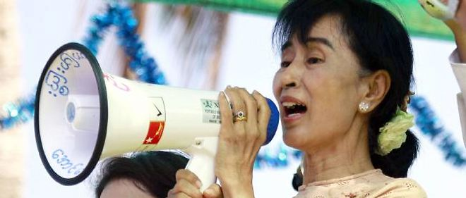 Aung San Suu Kyi lors d'un meeting.