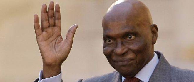 Abdoulaye Wade, qui a dépassé la limite constitutionnelle de deux mandats, est de nouveau candidat à sa propre succession au Sénégal.