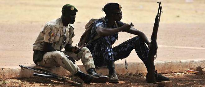 Des soldats maliens à Kati, dimanche.