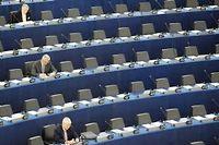 Au parlement européen, des députés attendent l'ouverture d'un débat en 2008. ©Frédérick Florin