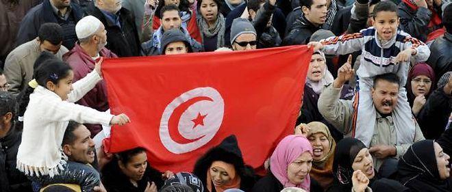 Les partis démocratiques tunisiens tentent de s'organiser pour contrer le parti islamique Ennahda.