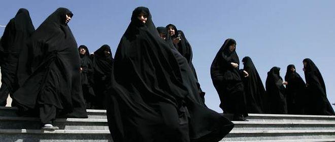 Photo d'illustration. Jeunes femmes voilées à Téhéran.