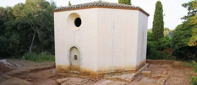Depuis 5 ans, les archéologues fouillent autours de la chapelle Saint-Sauveur ©Yann Codou