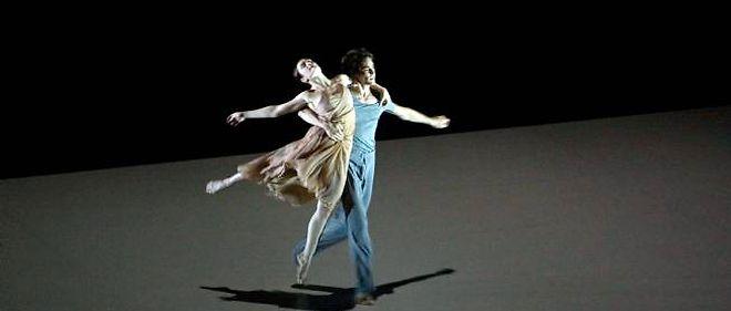 """Aurélie Dupont et Hervé Moreau, étoiles du ballet de l'Opéra national de Paris, dans """"Roméo et Juliette"""" revisité par Sasha Waltz."""