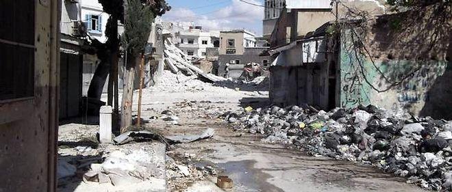 """L'armée a lancé un assaut contre Rastane après avoir """"tiré pendant deux jours plus de 300 roquettes"""" sur la ville, a affirmé depuis Rastane le commandant Sami Kurdi."""