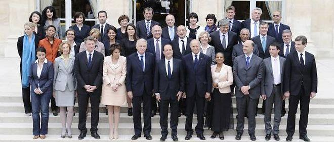 Le gouvernement de Jean-Marc Ayrault comporte 34 ministre dont 17 femmes.