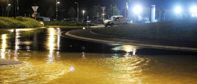 Les rues de Nancy sous des trombes de pluie dans la nuit de lundi à mardi.