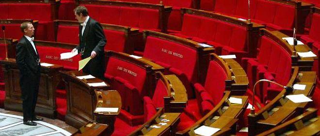 """L'institut de sondage BVA souligne qu'il n'y a """"pas de vague rose à l'horizon"""" des législatives."""