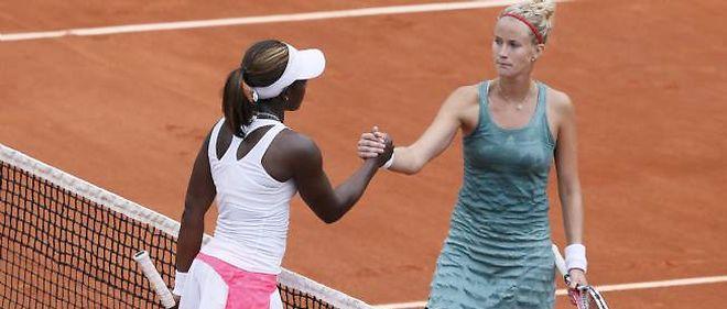 Mathilde Johansson (à droite) a été éliminée par l'Américaine Sloane Stephens.