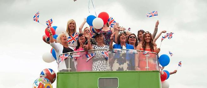 Les Anglais ont bravé le mauvais temps pour fêter le jubilé de leur reine, Elisabeth II.