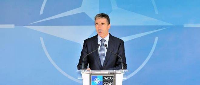 Anders Fogh Rasmussen répond aux questions des journalistes au siège de l'Otan en Belgique.