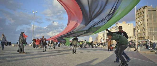 Les habitants de Benghazi fêtent le premier anniversaire de la révolution libyenne, le 17 février 2012.
