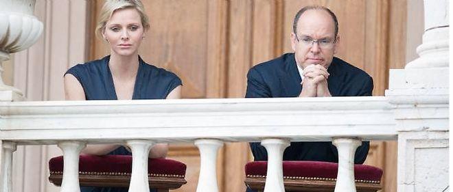 Charlène et Albert de Monaco en prière, le 7 juin 2012.