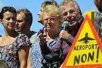 Le 10 aout 2010, Cécile Duflot, Éva Joly et Daniel Cohn-Bendit manifestent contre le projet d'aéroport de Nantes. ©Franck Perry