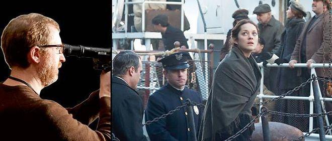 À gauche : James Gray. Marion Cotillard (à droite) joue Sonia, une Polonaise contrainte à la prostitution à sa descente du bateau, à Ellis Island.