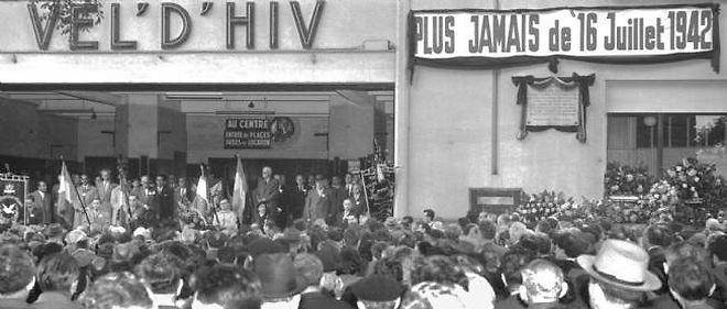 Photo prise le 16 juillet 1956, lors de la commémoration de la rafle du Vél'd'Hiv des 16 et 17 juillet 1942 au cours de laquelle quelque 13 000 juifs avaient été arrêtés à leur domicile par des policiers et gendarmes français et rassemblés dans l'ancien vélodrome d'Hiver avant d'être déportés. © AFP