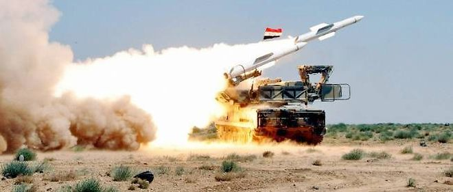 Lancement d'un missile lors de manoeuvres de l'armée syrienne, le 9 juillet, dans un endroit tenu secret.