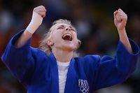 La rage de vaincre d'Automne Pavia lui a permis de prendre la main sur son adversaire. La judokate française obtient le bronze. ©Franck Fife