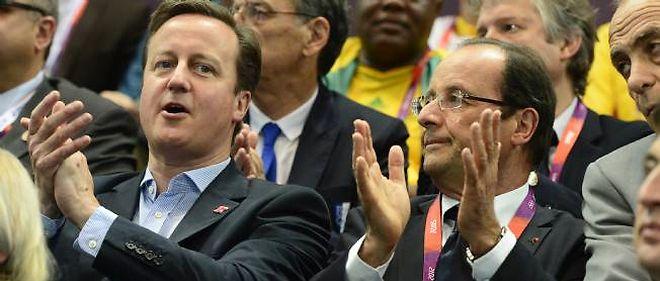 Le président François Hollande a regardé le match de handball féminin France-Espagne en compagnie du Premier ministre anglais David Cameron.