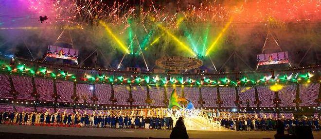 La cérémonie de fermeture, le 12 aout, a fait intervenir notamment les Spice Girls, George Michael, nécessitant des moyens colossaux. ©Chamussy / Niviere