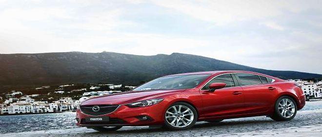La Mazda6 fait de la récupération d'énergie au moyen d'un condensateur, une technologie d'avenir qui permet d'alimenter tous les systèmes électriques sans solliciter le moteur.