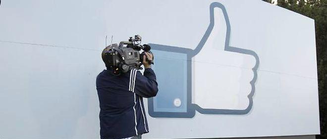 """Les ingénieurs de Facebook affirment que des achats en gros de mentions """"J'aime"""" existent bel et bien."""