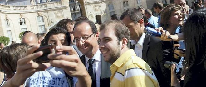 Le président de la République François Hollande a accueilli lui-même les visiteurs dimanche matin à l'Élysée lors des Journées du patrimoine.